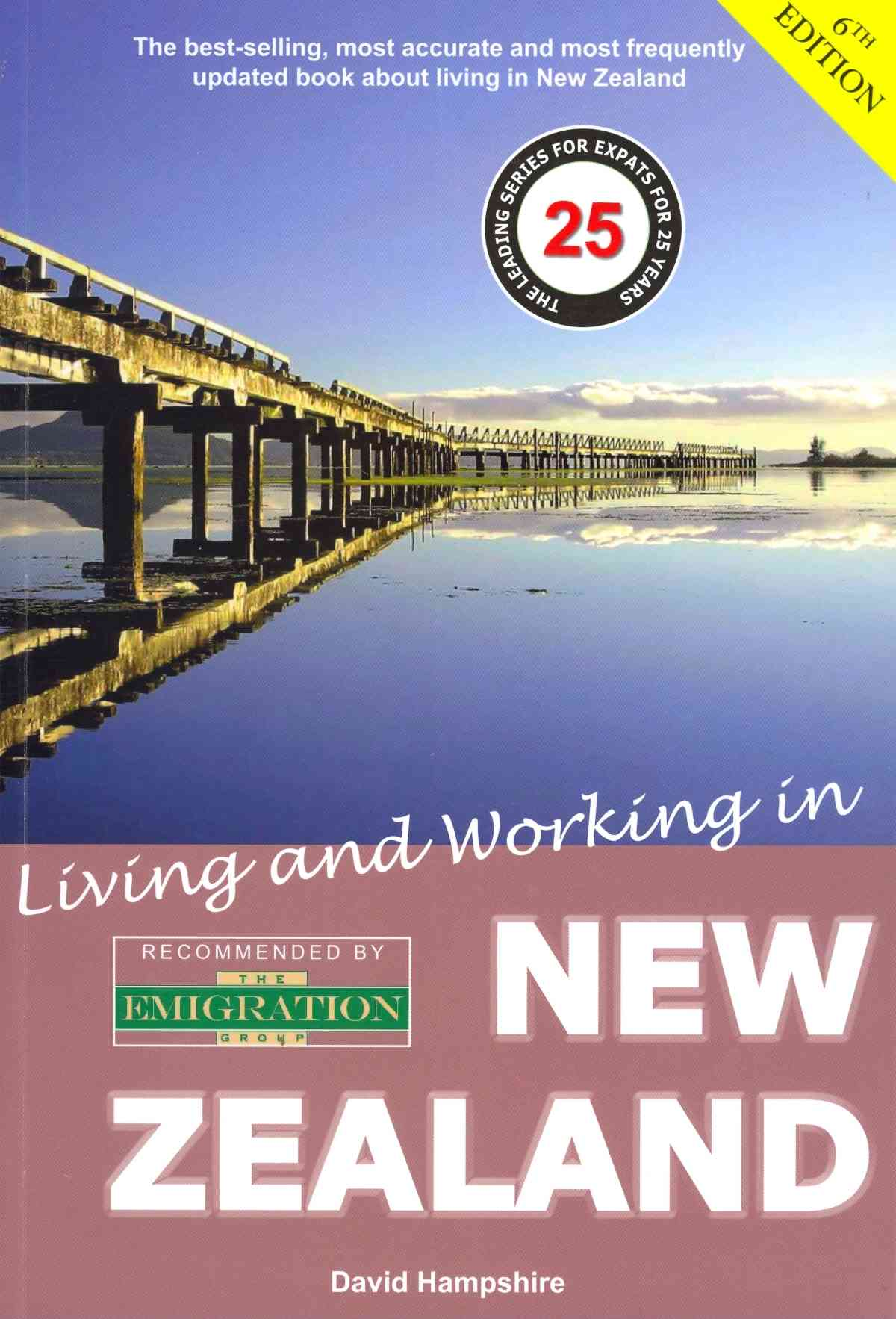 Living and Working in New Zealand By Hampshire, David
